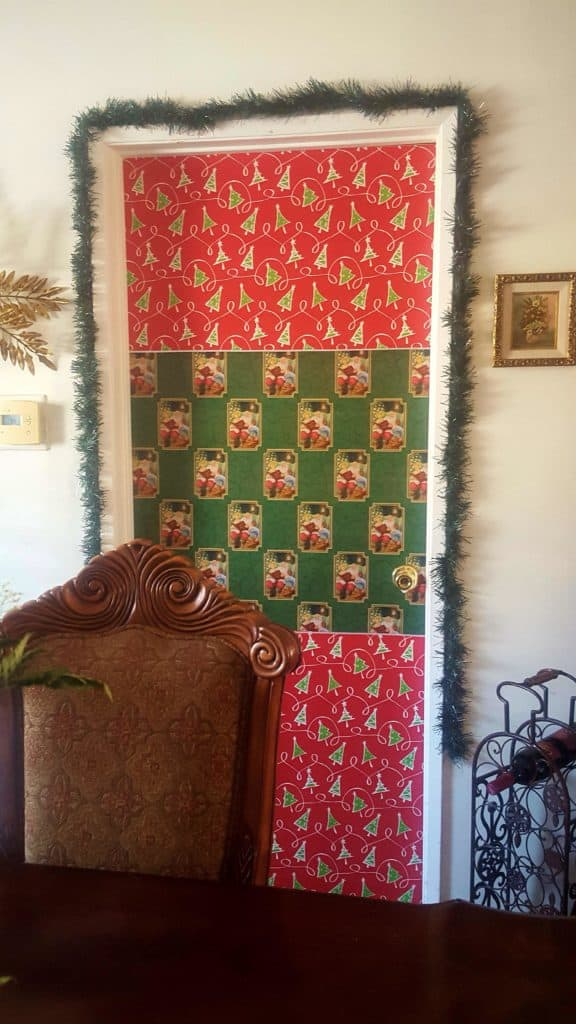 Easy DIY Christmas Decorations, Gift Wrap Door