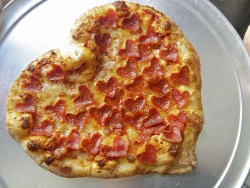 Heart shaped pizza dinner idea. DIY boyfriend gifts