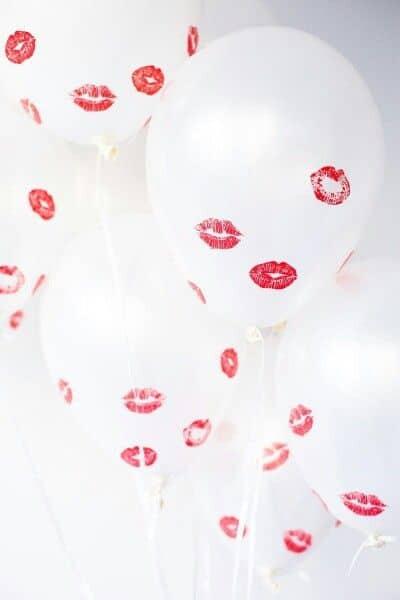 DIY kisses covered balloon idea. DIY boyfriend gifts.
