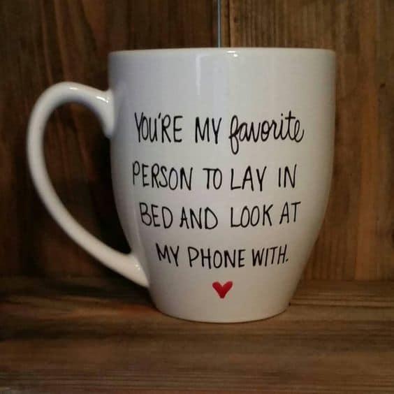 DIY Lay In Bed Mug. DIY boyfriend gifts.