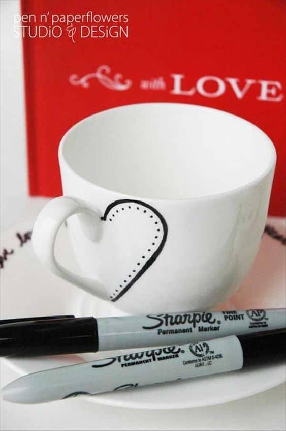 Easy DIY Sharpie Heart Mug/ The best DIY Valentine's Day Gifts/ DIY boyfriend gifts