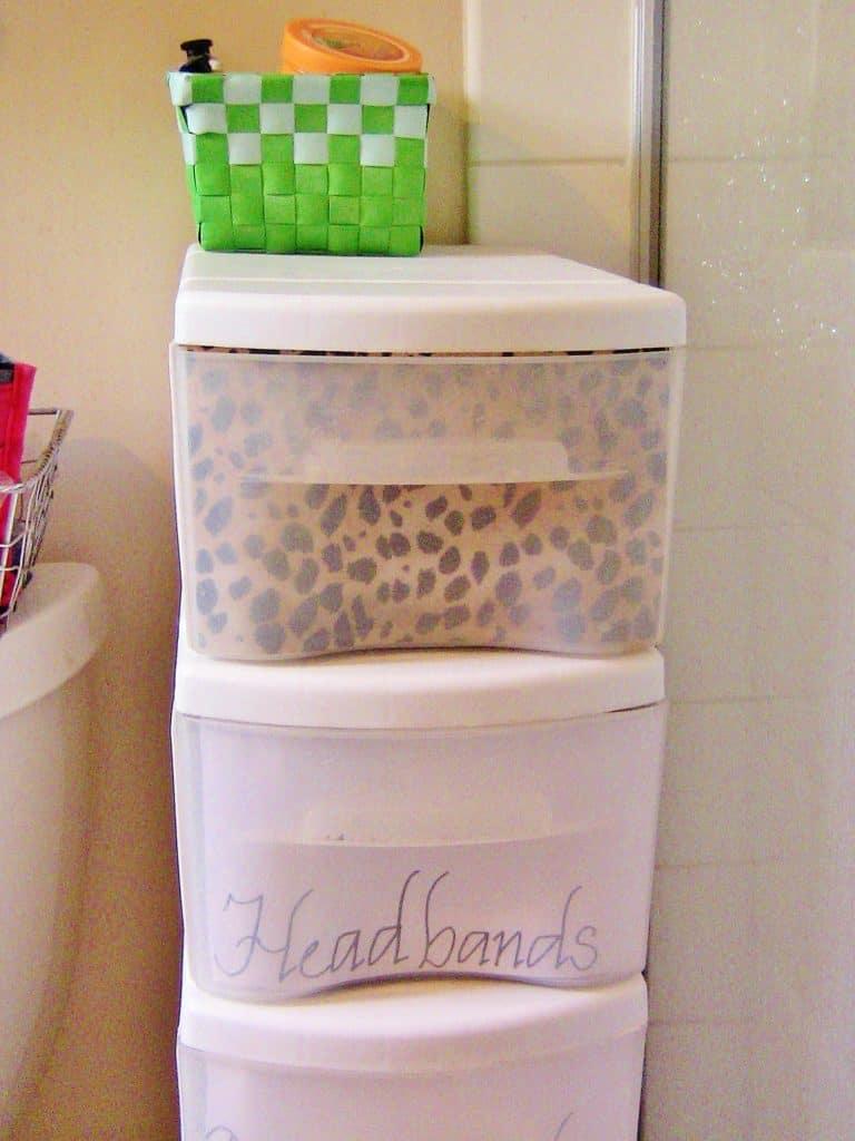 10 Easy Ways To Transform Your Bathroom l Bathroom Organization Ideas l DIY Bathroom Decor l Apartment Bathroom Ideas l Guest Bathroom l Bathroom Storage