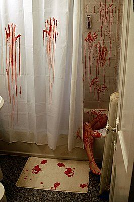 How to scare the crap out of your guests with these easy DIY Halloween bloody bathroom decor ideas- Tub and shower