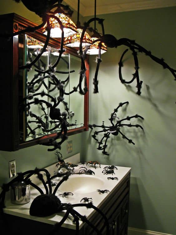 Easy Halloween Bathroom Decorations with spiders
