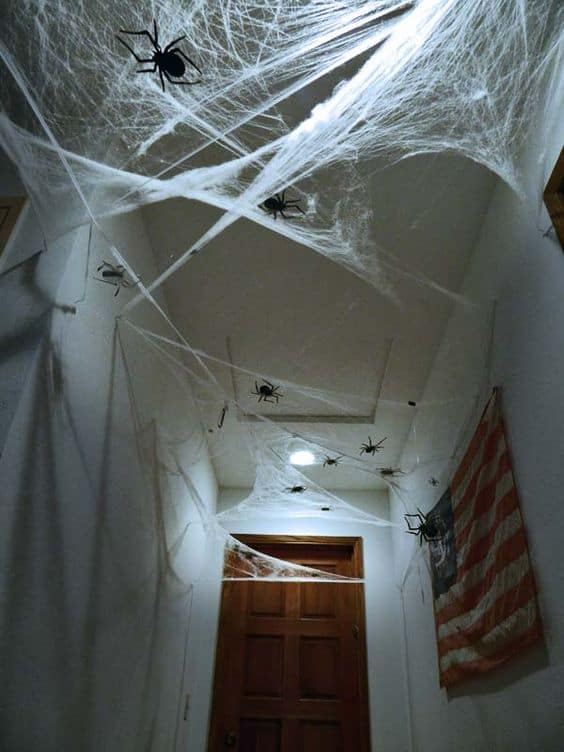Easy halloween bathroom decorations that will scare your guests, spiders