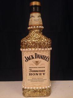 East DIY Alcohol Glitter bottle. DIY boyfriend gifts.