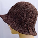 Easy DIY Crochet Flower Ridge Hat with FREE tutorial and pattern. Cute, trendy outfit idea for Spring and Summer. Also makes a great gift.nd how to tutorial. The best free crotchet patterns and tutorials.