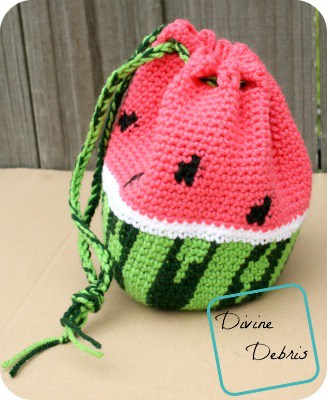 DIY crochet Watermelon Drawstring bag with free pattern and tutorial. Great for kids, tweens, and teens. Gift and cute outfit idea for Spring and Summer. nd how to tutorial. The best free crotchet patterns and tutorials.