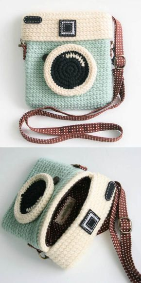 DIY Crochet Camera Purse with FREE video tutorial and pattern. A cute, trendy outfit idea and a great gift. The best free crotchet patterns and tutorials.