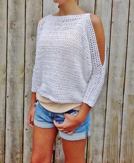 DIY Crochet Bohemian Cold Shoulder Sweater with FREE PATTERN. Cute, trendy outfit for Spring or Summer. Also a great gift idea. The best free crotchet patterns and tutorials.