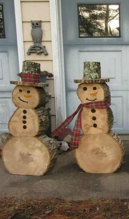 How to make: Easy DIY Rustic Christmas Decorations using logs and branches. Perfect Christmas or winter decoration for indoors or out doors. Great Budget decor ideas for the home. #Christmas #Wedding #Craft
