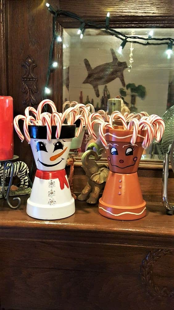 How to make: Easy DIY Candy bowl or vase Christmas Decorations using Claypots. Perfect Christmas or winter decoration, DIY gift, craft, or wedding centerpiece. Great Budget decor ideas for the home. #Christmas #ChristmasCrafts #DIYGifts #Kids