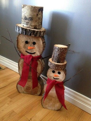 How to make: Easy DIY Rustic Christmas Decorations using logs and branches. Perfect Christmas or winter decoration for indoors or out doors. Great Budget decor ideas for the home.