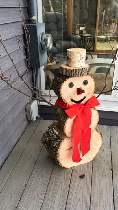 How to make: Easy DIY Rustic Christmas Decorations using logs and branches. Perfect Christmas or winter decoration for indoors or out doors. Great Budget decor ideas for the home. Snowman design. #Christmas #Winter #Craft