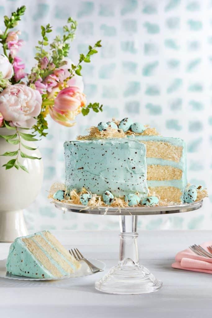 Robin eggs cake. Easy DIY Easter dessert ideas.