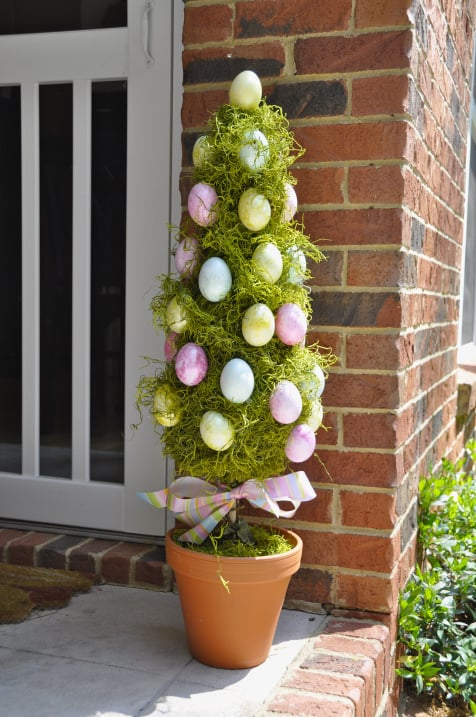 Easy DIY Easter Egg topiary tree in a flower pot. Easter craft idea for adult, kids, and teens. The Best Easy DIY Easter Decoration Ideas for outdoor.
