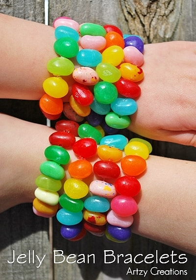 Easy DIY Peeps and Jelly Bean edible Jewelry Easter craft idea for kids. The Best Easy DIY Easter Decoration Ideas.