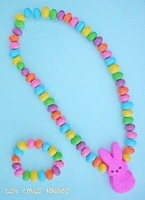 Easy DIY Peeps and Jelly Bean edible Jewelry. Easter craft idea for kids. The Best Easy DIY Easter Decoration Ideas.