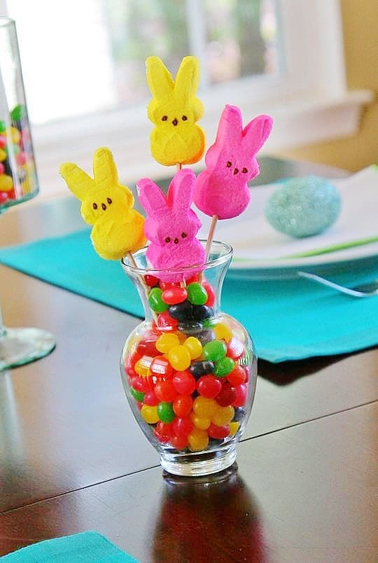 Easy DIY Peeps and Jelly Bean Bouquet table decoration and craft idea kids can make for Easter. The Best Easy DIY Easter Decoration Ideas.