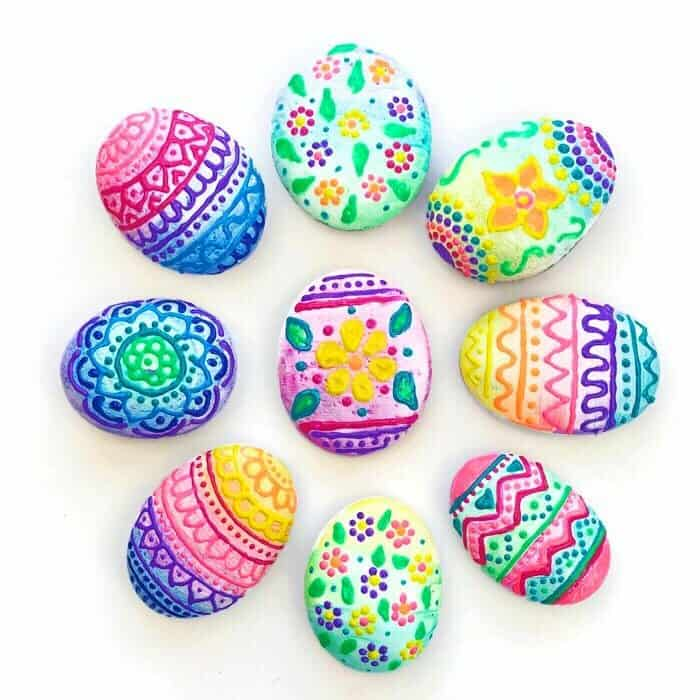 Easy DIY Painted Easter Eggs Rocks. Easter crafts decorations for kids to make for school, church, or the home.