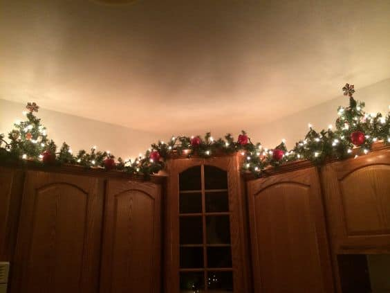 DIY Garland Christmas Decoration Idea for your kitchen. Perfect for the home, apartment, or small space.