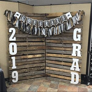 Cutest Graduation party photo booth ideas for high school and college, boys and girls. Tips and DIY decorations, pictures, and cap decorations on a budget. #Graduation #GraduationParty #GradParty
