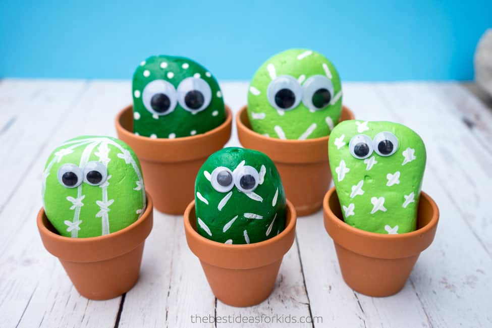 Easy DIY Stone mini cactus plant Mothers Day crafts kids can make. A great Summer garden gift idea you can do for Mom's, GrandMother, or Grauntie on a budget.