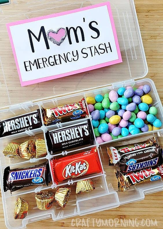 Easy DIY Mom's Emergency Candy Stash Kids can make for Mothers Day. A great last minute gift idea on a budget.