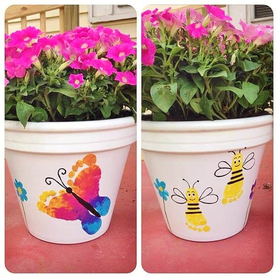 Easy DIY Foot Print Flower Pot Kids can make for Mothers Day. A great last minute gift idea for Mom's, GrandMother, or Grauntie.
