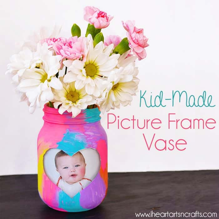 Easy DIY Photo Frame Mason Jar Vase Mothers Day craft kids can make. A great Home Decor gift idea you can do for Mom's, GrandMother, or Grauntie on a budget.