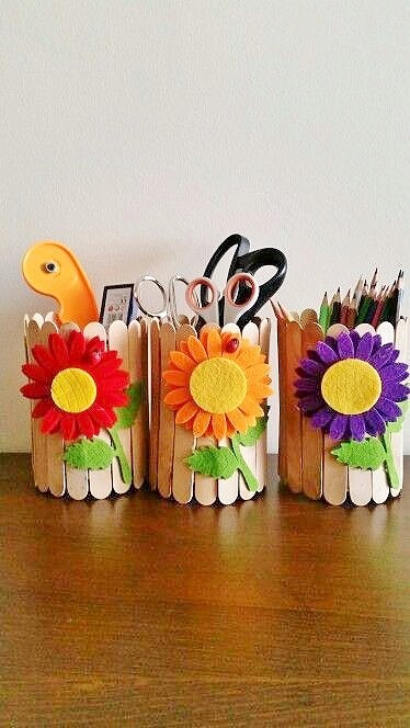 Easy DIY Popsicle stick Pencil holder Mothers Day craft kids can make. A great Home Decor gift idea you can do for Mom's, GrandMother, or Grauntie on a budget.