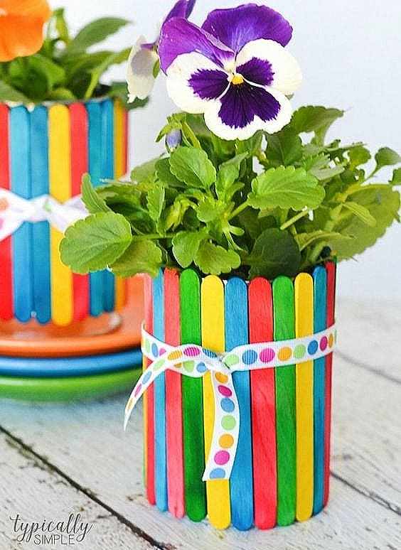 Easy DIY Popsicle Flower Pot Idea Mothers Day crafts kids can make. A great rustic gift idea you an do for Mom's, GrandMother, or Grauntie. On a budget idea.