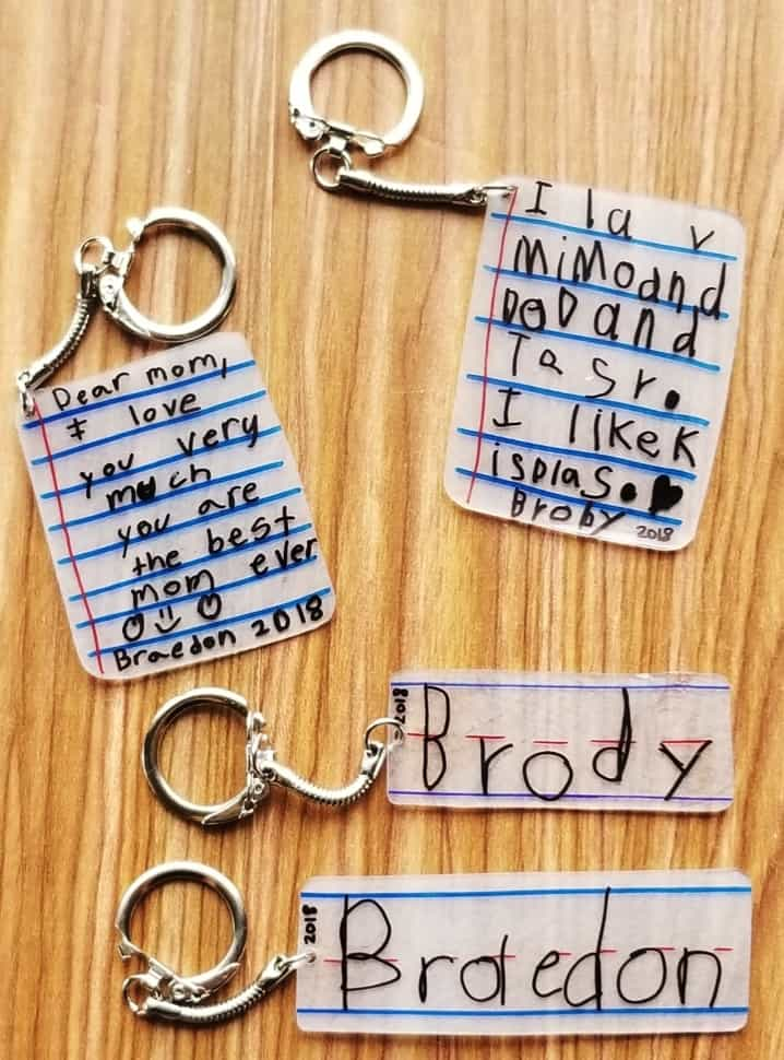 Easy DIY Shrinkie Dink keychain kids can make for Mother's day. A keepsake gift idea with a sentimental message written for mom. Can also be made for Father's Day.
