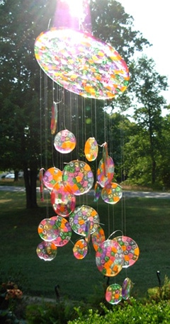 Easy DIY Sun Catcher Made of Beads Kids can make for Mothers Day. A gift idea for the garden all of the kids can pitch in for.