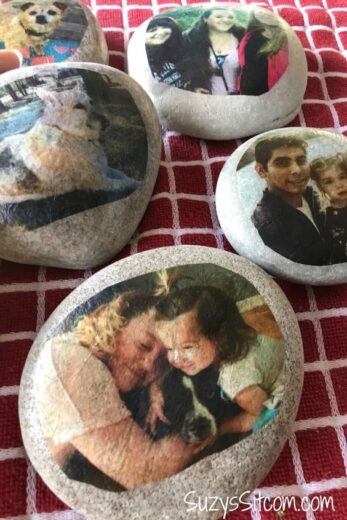Easy DIY Photo Stone Mothers Day crafts kids can make. A great Summer garden gift idea you can do for Mom's, GrandMother, or Grauntie on a budget.