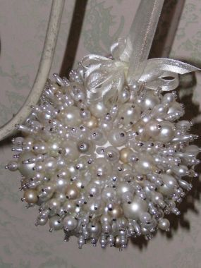 Easy DIY Beaded Ornament using push pins, beads and a styrofoam ball. Looks store bought.