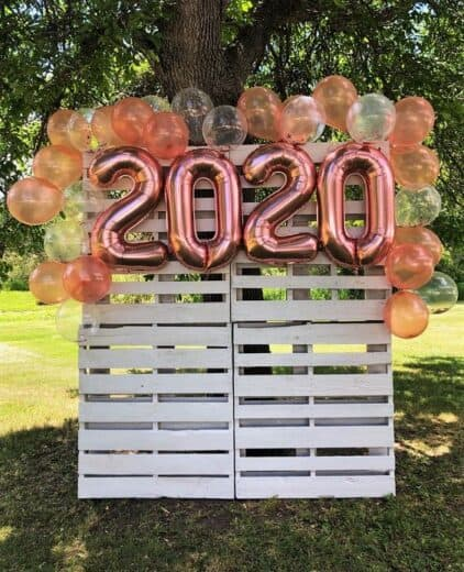 DIY Pallet Wood Photo Back drop photobooth for Graduation Party