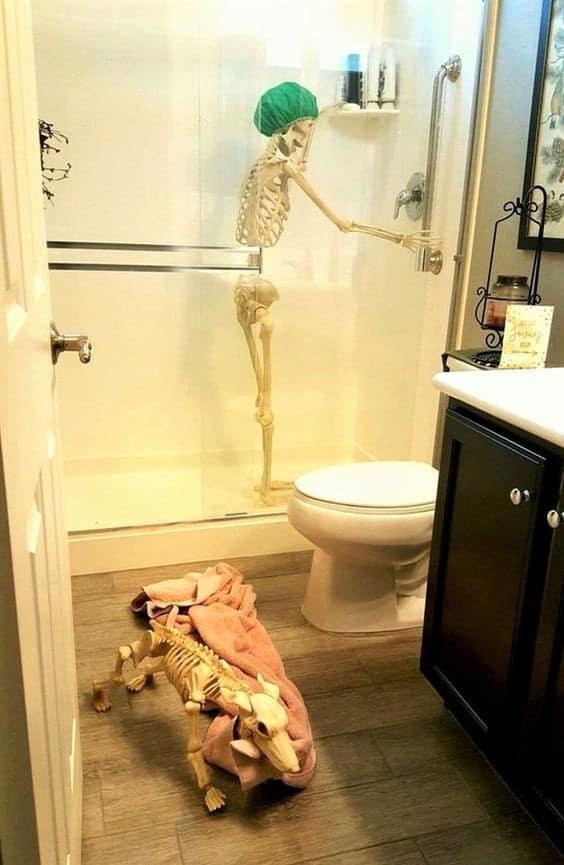 Skeleton Bathroom Halloween Decorations
