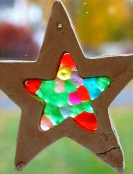 DIY Stain glass star ornament using kids beads and salt dough perfect for kids craft ideas, diy Christmas gifts, teachers gifts, diy Christmas decorations, Christmas tree ideas, gifts for friends