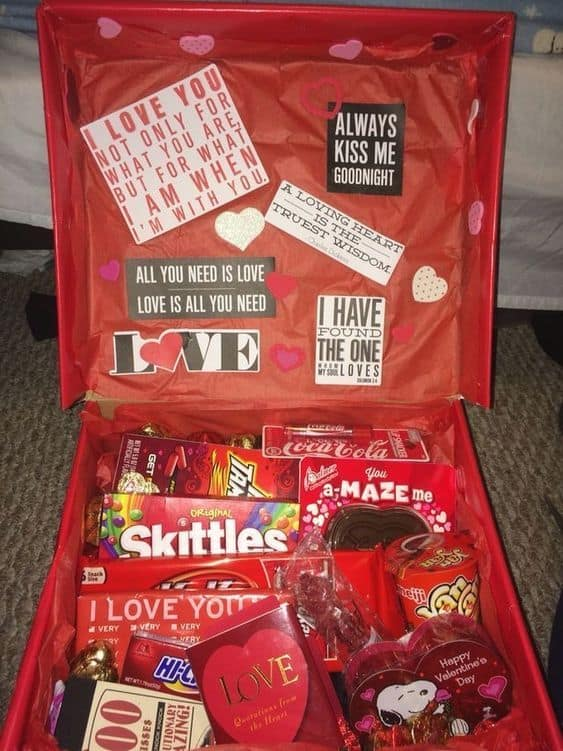 Best Romantic DIY Valentines gift for Boyfriend. Easy, Cheap, and creative box for him