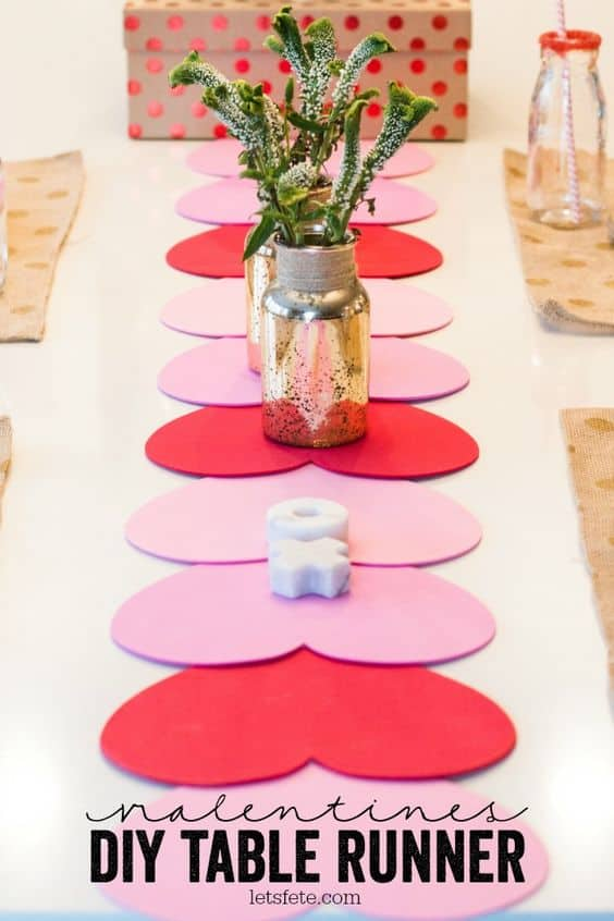 Easy DIY Valentines Day table runner. The perfect tablesetting for a boyfriend, kids, and dinner.