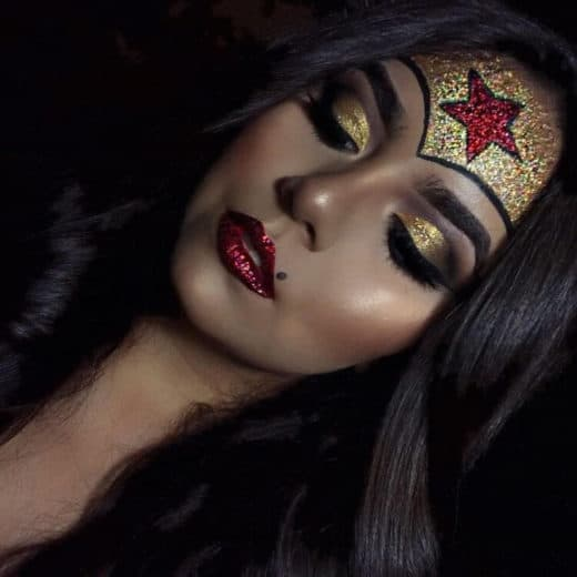 Easy Last Minute DIY Halloween Make Up, pretty Wonder Woman. Glitter.