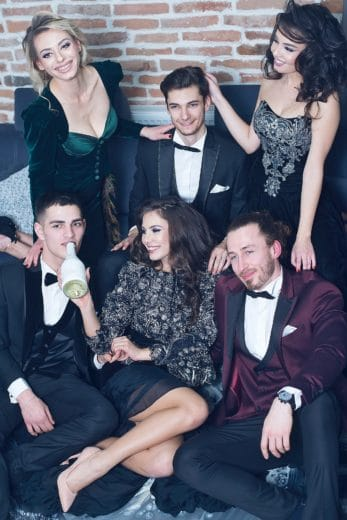 Dresses, make up, shoes, pictures, and date mistakes. A Checklist of what will ruin Prom.
