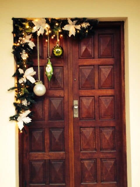Easy DIY Christmas Decor ideas for your door, table, mantle and wall using garland and candles. Elegant Christmas budget decor ideas for the home, party, or wedding.