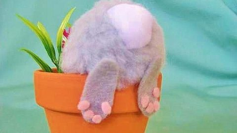 Easy DIY Bunny Pot craft idea for kids. The Best Easy DIY Easter Decoration Ideas for your table.