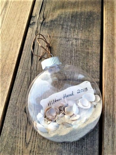 Easy DIY Keepsake Beach Christmas Ornament for a beach theme tree or Christmas decoration. This is perfect for weddings, kids, Chris, an apartment, a friends gift, and craft.