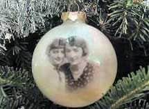 Easy DIY Family Heirloom Photo Christmas Ornament craft, and gift idea. Great for kids, teens, friends, teachers, and weddings.