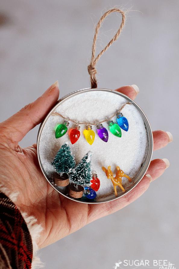 Easy DIY mason jar lid Christmas Ornaments. Simple yet beautiful dollar store craft gift idea anyone can make, even kids. #ChristmasDecor
